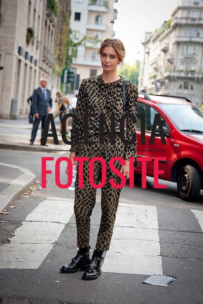 Milao, Italia&sbquo; 22/09/2013 - Moda de rua durante a Semana de moda de Milao  -  Verao 2014. <br /> Foto: FOTOSITE