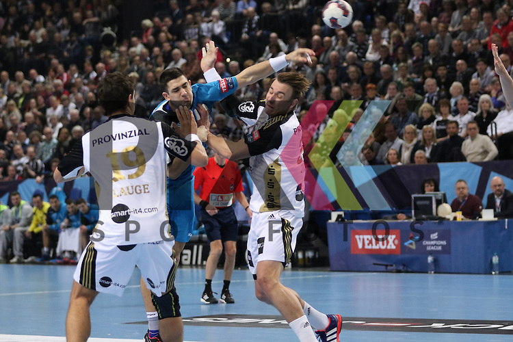 Kiel, 15.02.15, Sport, Handball, Champions League, Gruppenphase, THW Kiel - HC Metalurg Skopje : Filip Taleski (HC Metalurg Skopje, #28), Rasmus Lauge (THW Kiel, #19), Filip Jicha (THW Kiel, #39)<br /> <br /> Foto &copy; P-I-X.org *** Foto ist honorarpflichtig! *** Auf Anfrage in hoeherer Qualitaet/Aufloesung. Belegexemplar erbeten. Veroeffentlichung ausschliesslich fuer journalistisch-publizistische Zwecke. For editorial use only.