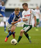 FUSSBALL   1. BUNDESLIGA   SAISON 2013/2014   8. SPIELTAG FC Schalke 04 - FC Augsburg                                05.10.2013 Max Meyer (li, FC Schalke 04) gegen Daniel Baier (re, FC Augsburg)