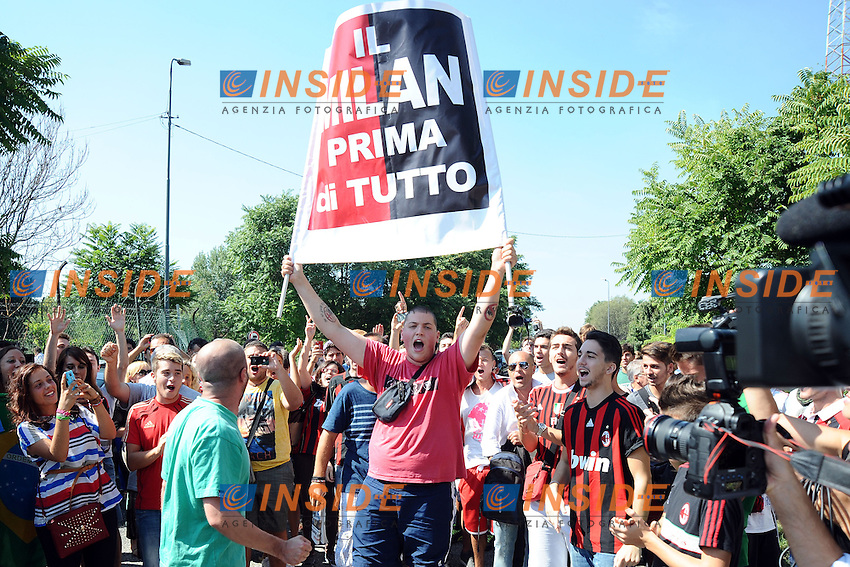 Milan Supporters wait for new Ac Milan player Ricardo Kaka <br /> Tifosi del Milan aspettano l'arrivo di Ricardo Kaka <br /> Milano 02/09/2013 Linate Airport <br /> foto Andrea Ninni/Image Sport/Insidefoto