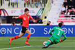 Goalkeeper Sayed Shubbar Alawi of Bahrain (R) reaches for the ball after an attempt at goal by Hwang Uijo of South Korea (L) during the AFC Asian Cup UAE 2019 Round of 16 match between South Korea (KOR) and Bahrain (BHR) at Rashid Stadium on 22 January 2019 in Dubai, United Arab Emirates. Photo by Marcio Rodrigo Machado / Power Sport Images