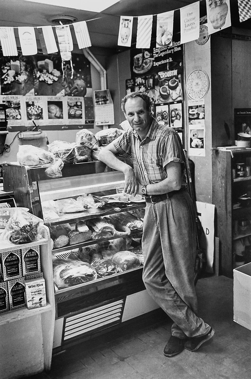 Cheese and Cheers owner Michael Vasilevasky on Sep. 5, 1991. (Photo by Maureen Keating/CQ Roll Call via Getty Images)