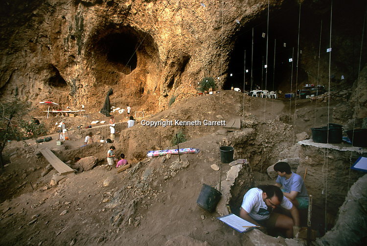 Excavation of Amud cave, once refuge for Neandertals, Israel, Yoel Rak, Erella Hovers, Hebrew University, 45000 BP
