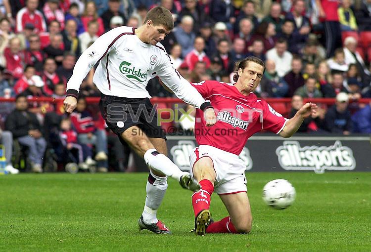 PIX: Dave Winter/SWpix.com. Footbal. FA Premiership. Charlton Athletic-Liverpool, The Valley. 28/9/03...COPYRIGHT PICTURE>> SIMON WILKINSON>>0870 092 0092>>..Steven Gerrard (Liv)-Scott Parker (Char)