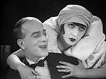 Веселая канарейка (1929)