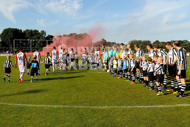 SCHOONEBEEK - Voetbal, SVV 04 - FC Emmen, voorbereiding seizoen 2018-2019, 06-07-2018,  opkomst spelers met grote rookpluimen
