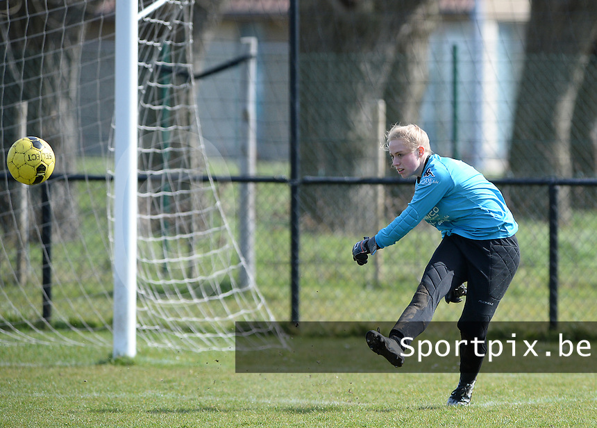 20160328 - Zwevezele , BELGIUM : Turnhout's Jana Rameysen  pictured during the soccer match between the women teams of Voorwaarts Zwevezele and FC Turnhout  , on the 20th matchday of the Belgian Third division for Women on Saturday 28 th March 2016 in Zwevezele .  PHOTO SPORTPIX.BE DAVID CATRY