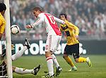 Nederland, Amsterdam, 2 mei 2012.Eredivisie.Seizoen 2011-2012.Ajax-VVV.Siem de Jong van Ajax scoort de 1-0
