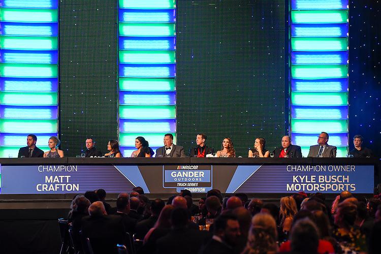 #88: Matt Crafton, ThorSport Racing, Ford F-150, #51: Kyle Busch Motorsports, Toyota Tundra