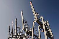 Deutschland, Hamburg, Ladekräne im Hafen