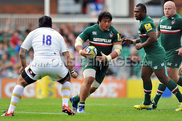 Logovi'i Mulipola in possession. Aviva Premiership match, between Leicester Tigers and Worcester Warriors on September 8, 2013 at Welford Road in Leicester, England. Photo by: Patrick Khachfe / JMP