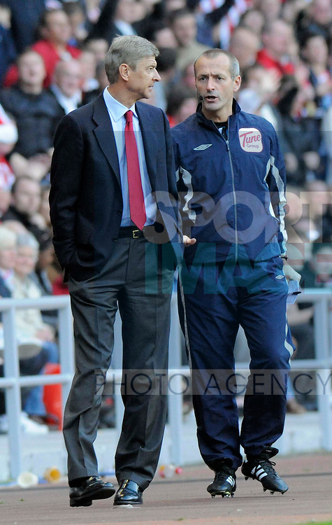 Arsenal's Arsene Wenger protests to fourth official Martin Atkinson over the sending off of Alex Song.