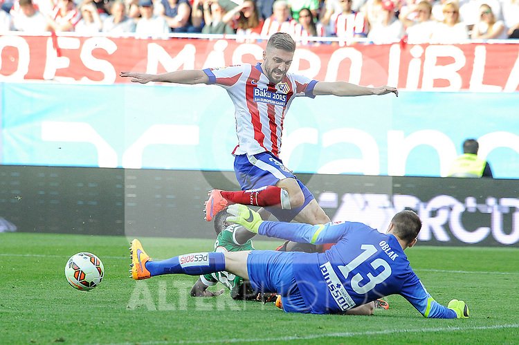Atletico de Madrid´s goalkeeper Jan Oblak and Guilherme Siqueira and Athletic Club´s Inaki Williams during 2014-15 La Liga match between Atletico de Madrid and Athletic Club at Vicente Calderon stadium in Madrid, Spain. May 02, 2015. (ALTERPHOTOS/Luis Fernandez)