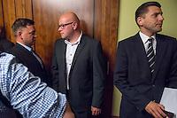 """Treffen des Zentralrat der Muslime mit AfD-Parteispitze am 23. Mai 2016 im Regent-Hotel in Berlin.<br /> Der Zentralrat der Muslime (ZDM) hatte fuehrende AfD-Politiker zu einem Gespraech eingeladen, um ueber diskriminierende und islamfeindliche Ausserungen und Passagen im AfD-Parteiprogramm zu reden. Die AfD-Politiker liessen das Gespraech nach kurzer Zeit platzen und beschuldigten den ZDM """"nicht auf Augenhoehe"""" mit der AfD reden und sie """"erpressen"""" zu wollen.<br /> Die AfD hat nach kurzer Zeit das Gepraech abgebrochen.<br /> Im Bild vlnr: Zwei AfD-Mitglieder als Security vor dem Besprechungsraum der vom Zentralrat der Muslime gemietet wurde; Christian Lueth, AfD-Pressesprecher.<br /> 23.5.2016, Berlin<br /> Copyright: Christian-Ditsch.de<br /> [Inhaltsveraendernde Manipulation des Fotos nur nach ausdruecklicher Genehmigung des Fotografen. Vereinbarungen ueber Abtretung von Persoenlichkeitsrechten/Model Release der abgebildeten Person/Personen liegen nicht vor. NO MODEL RELEASE! Nur fuer Redaktionelle Zwecke. Don't publish without copyright Christian-Ditsch.de, Veroeffentlichung nur mit Fotografennennung, sowie gegen Honorar, MwSt. und Beleg. Konto: I N G - D i B a, IBAN DE58500105175400192269, BIC INGDDEFFXXX, Kontakt: post@christian-ditsch.de<br /> Bei der Bearbeitung der Dateiinformationen darf die Urheberkennzeichnung in den EXIF- und  IPTC-Daten nicht entfernt werden, diese sind in digitalen Medien nach §95c UrhG rechtlich geschuetzt. Der Urhebervermerk wird gemaess §13 UrhG verlangt.]"""