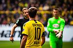 11.05.2019, Signal Iduna Park, Dortmund, GER, 1.FBL, Borussia Dortmund vs Fortuna Düsseldorf, DFL REGULATIONS PROHIBIT ANY USE OF PHOTOGRAPHS AS IMAGE SEQUENCES AND/OR QUASI-VIDEO<br /> <br /> im Bild | picture shows:<br /> Mario Goetze (Borussia Dortmund #10) blickt auf Schiedsrichter | Referee Tobias Stieler, <br /> <br /> Foto © nordphoto / Rauch