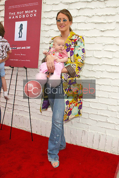 Joely Fisher and daughter<br />the Hot Mom's Club Book Launch Party. NanaÕs Garden, Los Angeles, CA. 04-29-06<br />Jason Kirk/DailyCeleb.com 818-249-4998