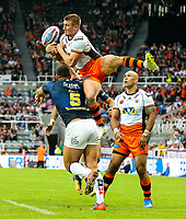 Castleford Tigers' Greg Minikin competes in the air with Leeds Rhinos' Ryan Hall<br /> <br /> Photographer Alex Dodd/CameraSport<br /> <br /> Betfred Super League Round 15 - Magic Weekend - Castleford Tigers v Leeds Rhinos - Saturday 19th May 2018 - St James' Park - Newcastle<br /> <br /> World Copyright &copy; 2018 CameraSport. All rights reserved. 43 Linden Ave. Countesthorpe. Leicester. England. LE8 5PG - Tel: +44 (0) 116 277 4147 - admin@camerasport.com - www.camerasport.com