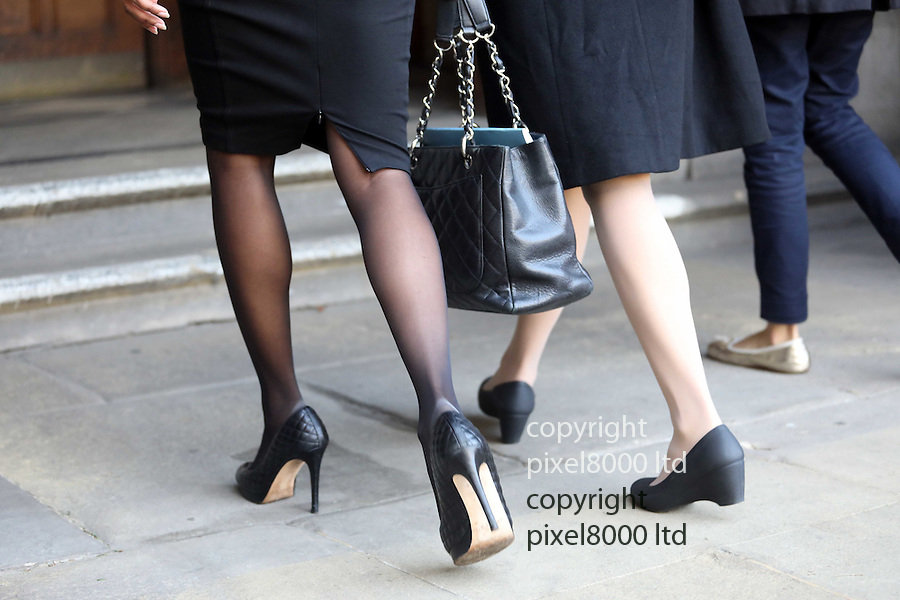 Pic shows: Well-heeled - in stilettos Anti_Brexit campaigner Gina Miller arrives the High Court in London today with her legal entourage<br /> 17/10/16<br /> <br /> <br /> <br /> <br /> Pic by Gavin Rodgers/Pixel 8000 Ltd