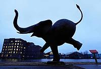 Nederland Zaandam 2019. Olifant bij de oude Verkade Fabriek aan de Zaan. Het beeld is gemaakt door beeldhouwer Evert den Hartog. De olifant is het symbool van Koninklijke Jumbo Nederland, speelgoedfabrikant gevestigd in Zaandam.  Foto Berlinda van Dam / Hollandse Hoogte