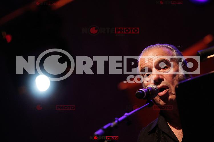 Oscar Chavez en concierto durante los festejos de los 70 a&ntilde;os de la Unison.Hermosillo, Sonora, Mex.13.oct.2012...<br /> (*&copy;Luis.Gutierrez/NortePhotoAgency)