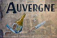 Europe/France/Auverne/63/Puy-de-Dôme/Parc Naturel Régional des Volcans/Laqueuille: Mur peint - Ancienne publicité pour la Gastronomie Auvergnate
