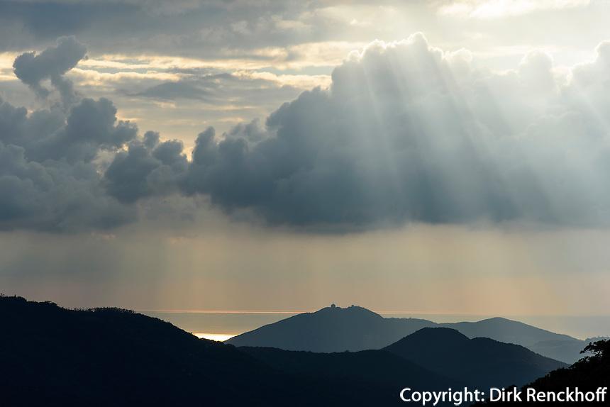 Berge beim Birdnest Resort bei Sanya auf der Insel Hainan, China<br /> Mountains at Birdsnest Resort near Sanya, Hainan island, China
