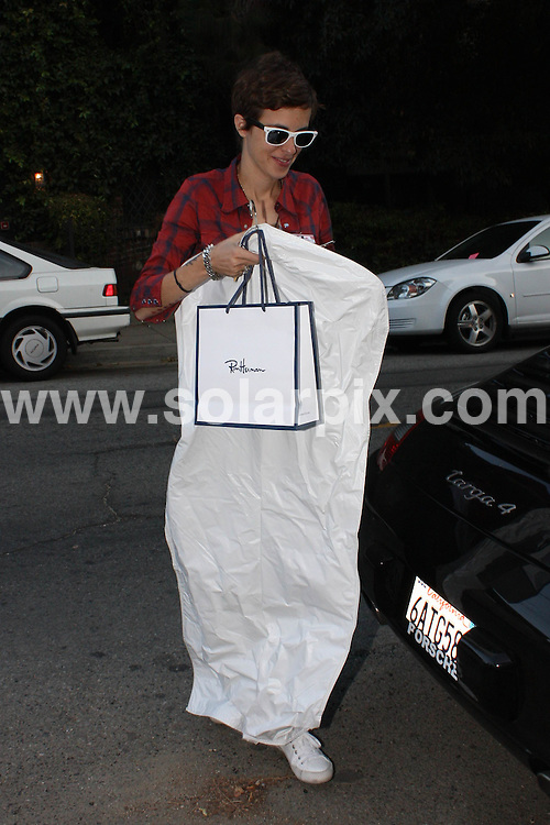 **ALL ROUND PICTURES FROM SOLARPIX.COM**.**WORLDWIDE SYNDICATION RIGHTS**.**NO PUBLICATION IN AUSTRALIA, NEW ZEALAND, DENMARK, GERMANY OR USA**.Lindsay Lohan and Samantha Ronson arrive back at Samantha's house after a long day of shopping where Lindsay looks exhausted. Hollywood, California, USA. 20th September 2008..JOB REF: 7424 LAP(HDM)       DATE: 20_09_2008.**MUST CREDIT SOLARPIX.COM OR DOUBLE FEE WILL BE CHARGED* *UNDER NO CIRCUMSTANCES IS THIS IMAGE TO BE REPRODUCED FOR ANY ONLINE EDITION WITHOUT PRIOR PERMISSION*