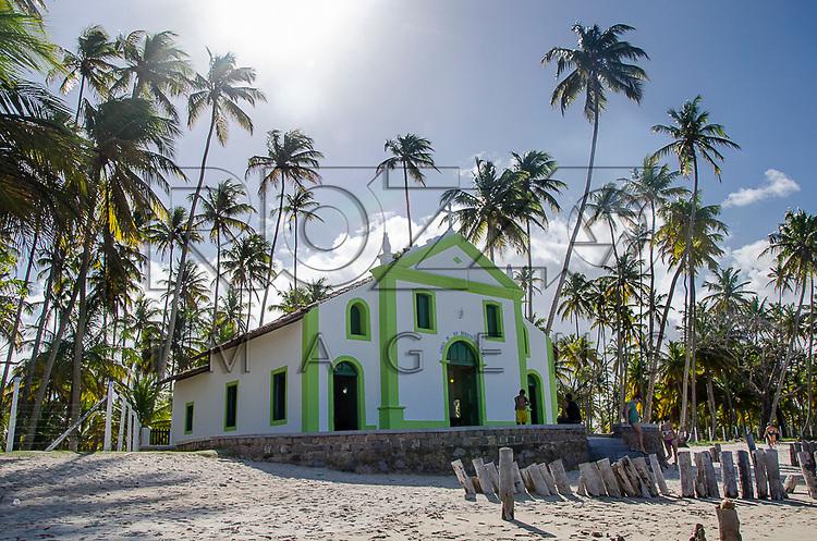 Igreja de São Benedito na orla da Praia dos Carneiros, Tamandaré - PE, 12/2012.