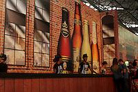 FOTO EMBARGADA PARA VEICULOS INTERNACIONAIS - SAO PAULO, SP, 24 DE NOVEMBRO 2012  - OKTOBERFEST SP  -  Movimentacao de pessoas na primeira oktoberfest de Sao Paulo, no pavilhao de eventos do Parque Anhembi, na tarde desse sabado, 24, zona norte da capital - FOTO LOLA OLIVEIRA - BRAZIL PHOTO PRESS