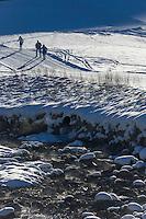 Italie, Val d'Aoste, Parco Nazionale del Gran Paradiso (Parc National du Grand Paradis), Cogne: Hameau de Champlong: Ski de fond  et Torrent Grand Eyvia //Italy, Aosta Valley, Parco Nazionale del Gran Paradiso (Gran Paradiso National Park), Cogne: Hamlet Champlong , Skiing and Torrent Grand'Eyvia