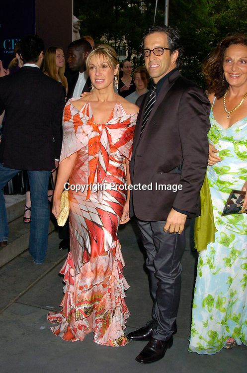 Maria and Kenneth Cole and Diane Von Furstenberg ..at the  2004 CFDA Fashion Awards on June 7, 2004 at ..The New York Public Library.                                           Photo by Robin Platzer, Twin Images