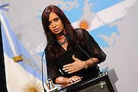 BUENOS AIRES, ARGENTINA, 08 DE FEVEREIRO DE 2012 - CONFLITOS ILHAS MALVINAS - A presidente da Argentina Cristina Kirchner durante anuncio de lançamento de um relatório militar sobre a Guerra das Malvinas, na Casa Rosada, sede do governo Argentino, nesta terça-feira, 08. (FOTO: JUANI RONCORONI - NEWS FREE).
