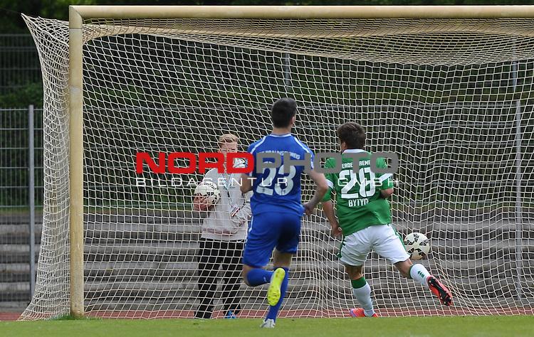 17.05.2015, Platz 11, Bremen, GER, RLN, Werder Bremen II vs FT Braunschweig, im Bild Enis Bytyqi (Bremen #28) schie&szlig;t das 1:0<br /> <br /> Foto &copy; nordphoto / Frisch