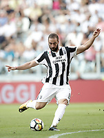 Calcio, Serie A: Torino, Allianz Stadium, 19 agosto 2017. <br /> Juventus' Gonzalo Higuain in action during the Italian Serie A football match between Juventus and Cagliari at Torino's Allianz Stadium, August 19, 2017.<br /> UPDATE IMAGES PRESS/Isabella Bonotto