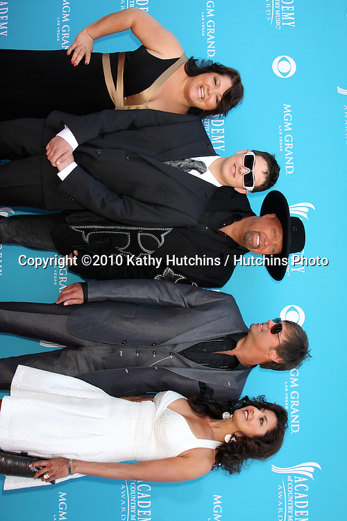 Montgomery Gentry & Family.arrives at the Academy of Country Music Awards 2010.MGM Garden Arena.Las Vegas, NV.April 18, 2010.©2010 Kathy Hutchins / Hutchins Photo....
