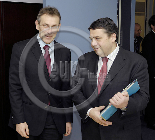 Brussels-Belgium - 11 April 2008---Andris PIEBALGS  (le), European Commissioner in charge of Energy, receives Sigmar GABRIEL (ri), Federal Minister for the Environment, Nature Conservation and Nuclear Safety of Germany---Photo: Horst Wagner / eup-images