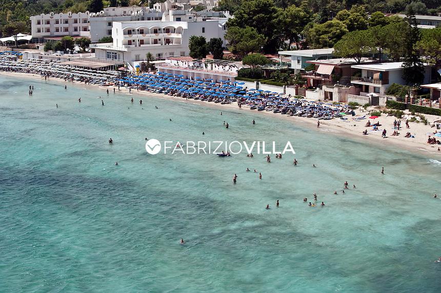 Il mare e le spiagge di Catania e Siracusa dall'elicottero della Guardia Costiera. .Nella foto una spiaggia di Fontane Bianche a Siracusa..Foto Fabrizio Villa