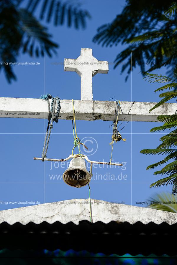 MADAGASCAR, Mananjary, village AMBOHITSARA, church bell with rope / MADAGASKAR, Mananjary, Dorf AMBOHITSARA am canal des Pangalanes, Kirchenglocke mit Seil