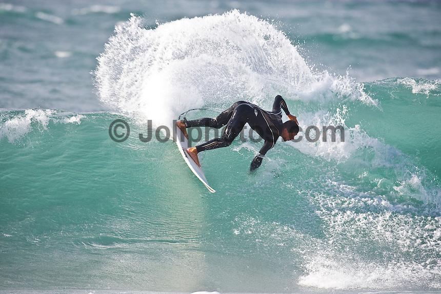 MUNDAKA, Basque Country/Spain ( October, 2008). HEITOR ALVES (BRA) enjoying a free surfing session. Photo: joliphotos.com