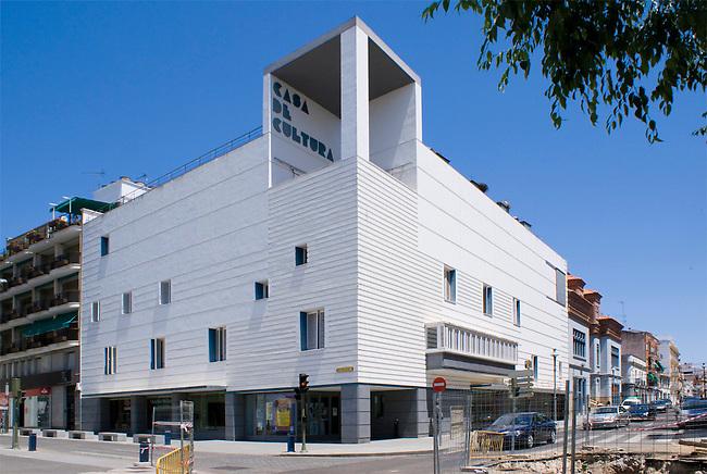 casa de la cultura don benito rafael moneo architect