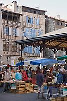 Europe/France/Midi-Pyrénées/46/Lot/Figeac: La halle un jour de marché - Place Carnot