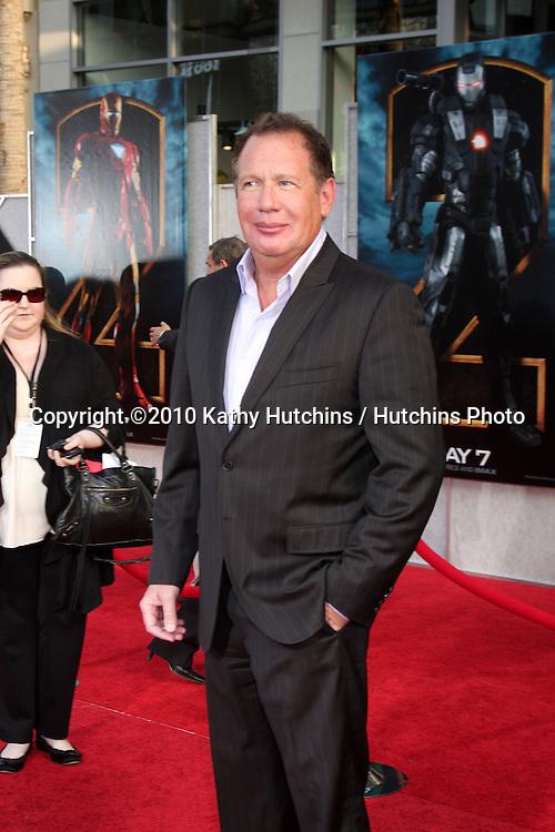 "Garry Shandling.arrives at  the ""Iron Man 2"" Premiere.El Capitan Theater.Los Angeles, CA.April 26, 2010.©2010 Kathy Hutchins / Hutchins Photo..."
