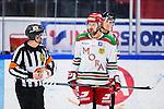 S&ouml;dert&auml;lje 2013-12-12 Ishockey Hockeyallsvenskan S&ouml;dert&auml;lje SK - Mora IK :  <br /> Mora 11 Christopher Fish diskuterar med domare Pierre Schilken  i samband med S&ouml;dert&auml;lje 14 Robert Carlsson gjort 2-2<br /> (Foto: Kenta J&ouml;nsson) Nyckelord:  diskutera argumentera diskussion argumentation argument discuss