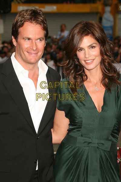 """RANDE GERBER & CINDY CRAWFORD.""""Ocean's Thirteen"""" Los Angeles Premiere at Grauman's Chinese Theatre, Hollywood, California, USA..June 5th, 2007.half length black suit jacket green dress married husband wife .CAP/ADM/BP.©Byron Purvis/AdMedia/Capital Pictures"""