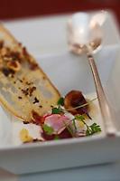 Europe/France/Provence-Alpes-Côte d'Azur/13/Bouches-du-Rhône/Arles: Gaspacho blanc, ail et amande, recette de Jean-Luc Rabanel du restaurant: L'Atelier de Jean-Luc Rabanel