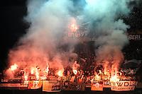 LJA171. LIEJA (BÉLGICA), 30/11/2011.- Seguidores del Hannover asisten hoy, miércoles 30 de noviembre de 2011, a un partido por el grupo B de la Liga Europa entre el Hannover y el Standard Lieja en el estadio Maurice Dufrasne de Lieja (Bélgica). EFE/Yorick Jansens/PROHIBIDO SU USO EN BÉLGICA.