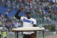 Roma  il campione olimpico Usain Bolt saluta il pubblico<br /> <br /> Usain Bolt of Jamaica waves to the crowd   the Golden Gala IAAF Diamond League at the Olympic stadium in Rome