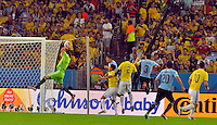 RIO DE JANEIRO - BRASIL -28-06-2014. David Ospina (#1) arquero de Colombia (COL) en acción durante partido de los octavos de final con Uruguay (URU) por la Copa Mundial de la FIFA Brasil 2014 jugado en el estadio Maracaná de Río de Janeiro./ David Ospina (#1) goalkeeper of Colombia (COL) in action during the match of the Round of 16 against Uruguay (URU) for the 2014 FIFA World Cup Brazil played at Maracana stadium in Rio do Janeiro. Photo: VizzorImage / Alfredo Gutiérrez / Contribuidor