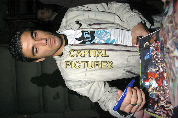 JOSE ANTONIO REYES.Tsunami Appeal Charity Club Night, Elysium, Cafe Royal, London,19th January 2005..half length Arsenal footballer player signing autograph.Ref: CAN.www.capitalpictures.com.sales@capitalpictures.com.©Capital Pictures.