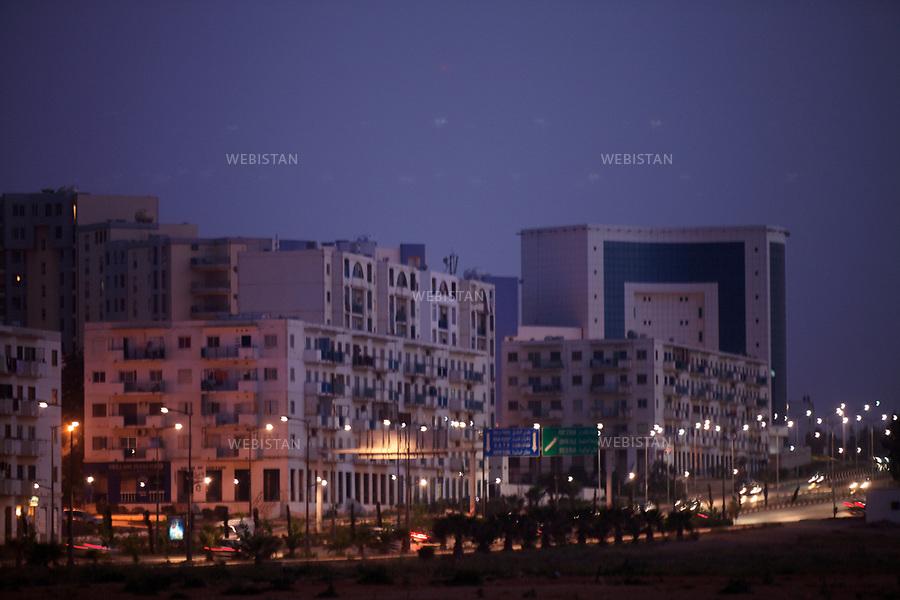 Algerie. Oran 09 Avril 2011.Front de mer a la tombee de la nuit.<br /> <br /> <br /> Algeria, Oran. April 9th 2011<br /> Sea front at nightfall.